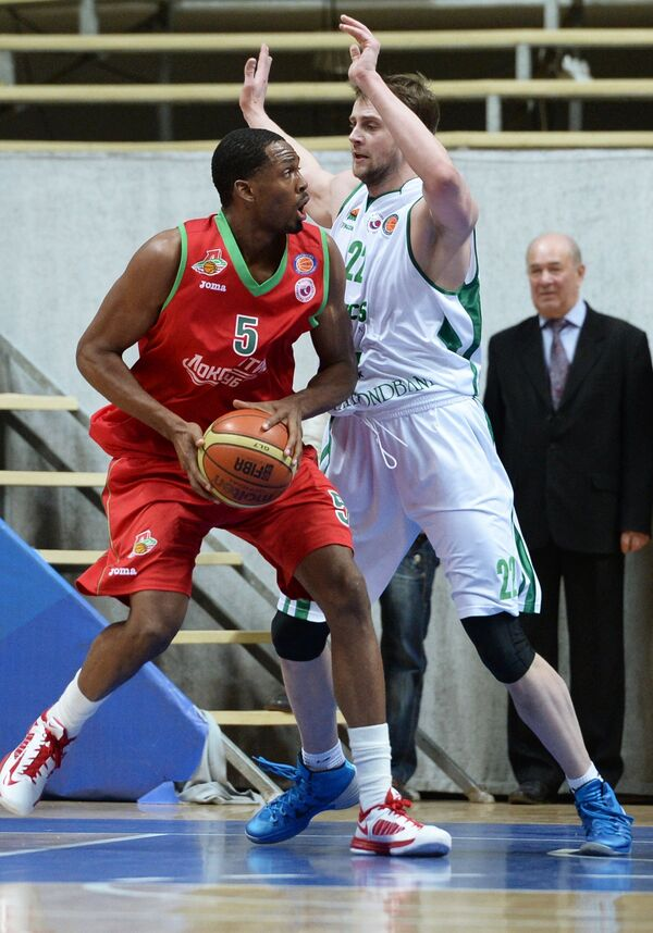 Игровой момент матча УНИКС - Локомотив-Кубань