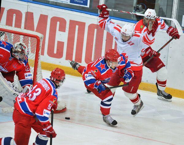 Игровой момент матча Красная Армия - Спартак