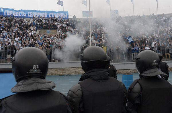 Беспорядки на трибуне во время матча 29-го тура чемпионата России по футболу Зенит - Динамо