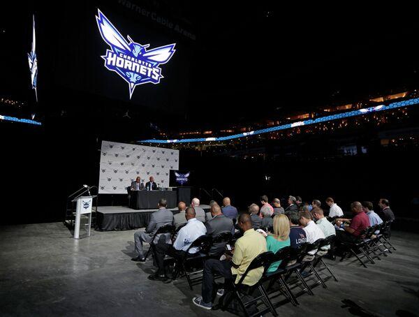 Пресс-конференция баскетбольного клуба Шарлотт, сменившего свое имя на Хорнетс