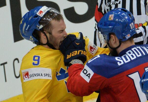 Никлас Андерсен (слева)