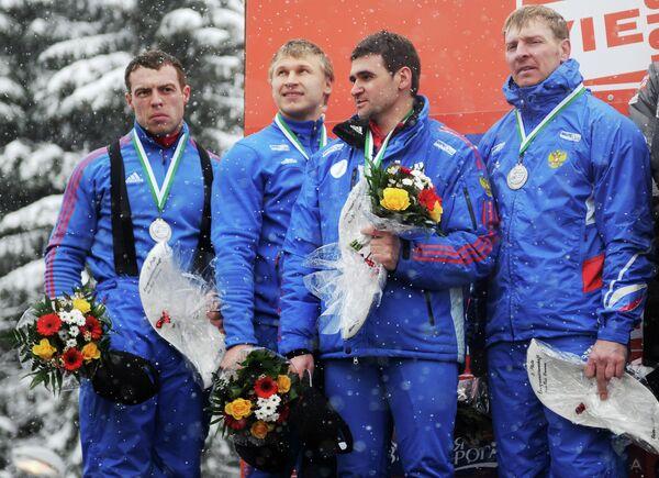 Бобслеист Николай Хренков с партнерами по сборной