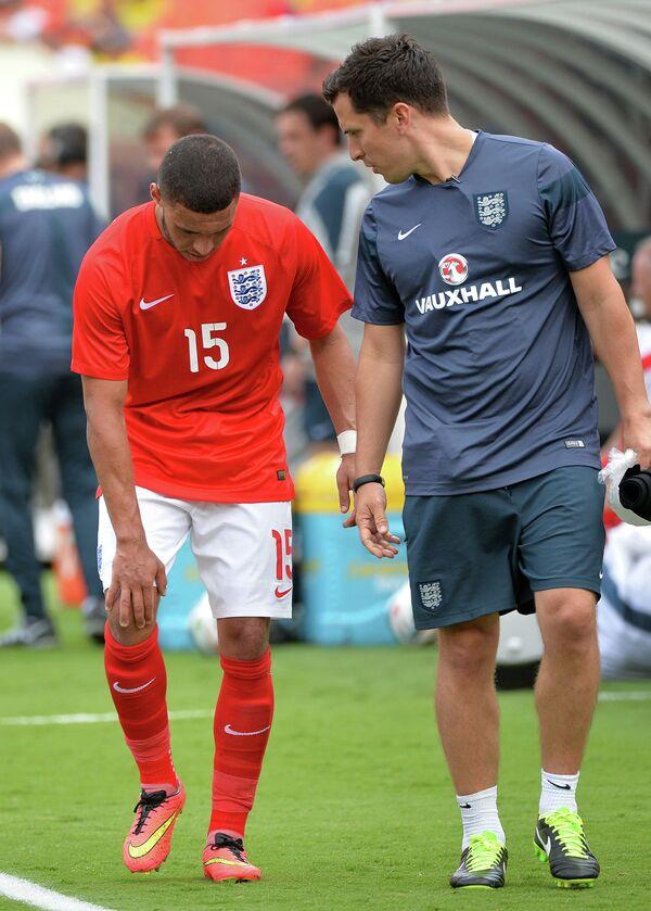 Футболист сборной Англии Окслейд-Чемберлен, возможно, повредил связки