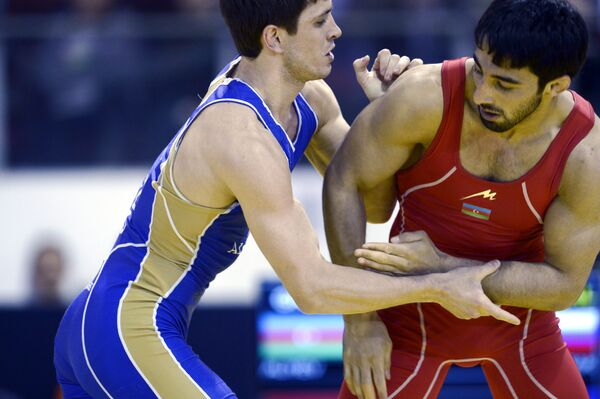 Адам Курак (слева)
