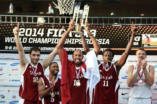 Игроки сборной Катара, занявшие первое место на чемпионате мира