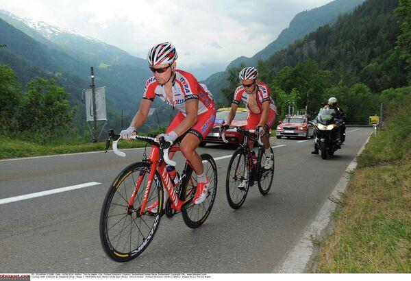 На фото: Юрий Трофимов и Егор Силин на дистанции этапа.