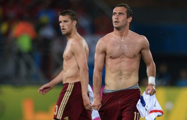 На фото: защитник сборной России Дмитрий Комбаров и форвард Александр Кержаков (слева направо).