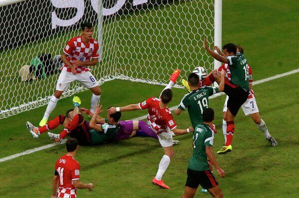 Игровой момент матча Хорватия - Мексика