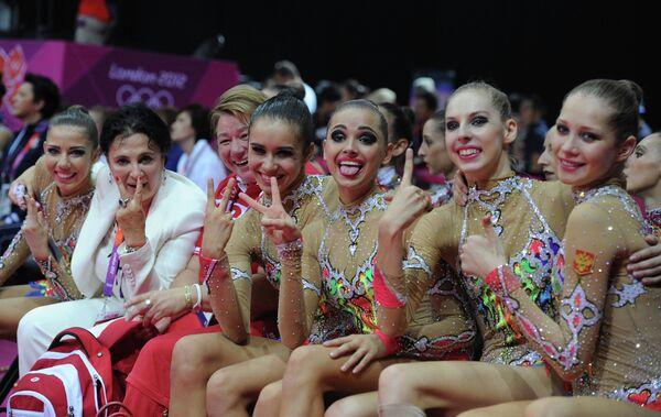 Ульяна Донскова, Анастасия Близнюк, Каролина Севастьянова, Анастасия Назаренко (справа налево), Алина Макаренко (крайняя слева), Ирина Винер (вторая слева)