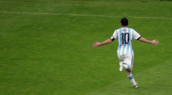 Нападающий сборной Аргентины Лионель Месси в матче против Нигерии