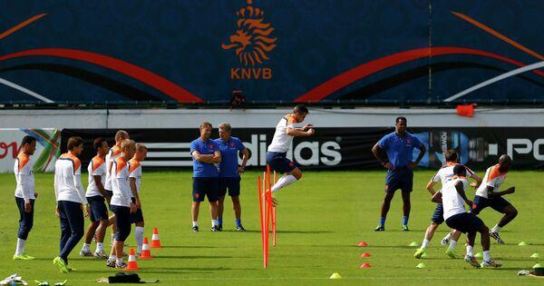 Футболисты сборной Голландии на тренировке