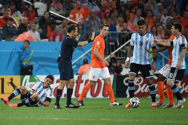 Игровой момент матча  Нидерланды - Аргентина