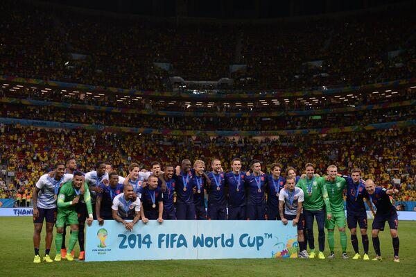 Бронзовые призеры ЧМ-2014 в Бразилии футболисты сборной Нидерландов