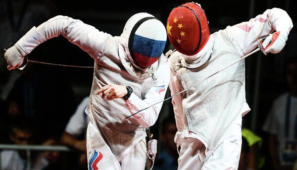 Фехтование. Алексей Черемисинов (слева) и китайский спортсмен Хайвей Чен