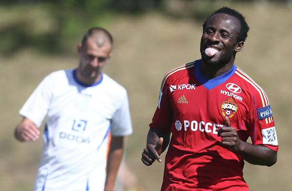 Нападающий ЦСКА Сейду Думбия в матче против белградского ОФК