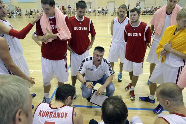 Евгений Пашутин и баскетболисты сборной России