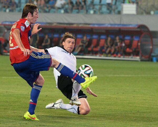 Защитник ПФК ЦСКА Марио Фернандес (слева) в матче 1-го тура чемпионата России по футболу
