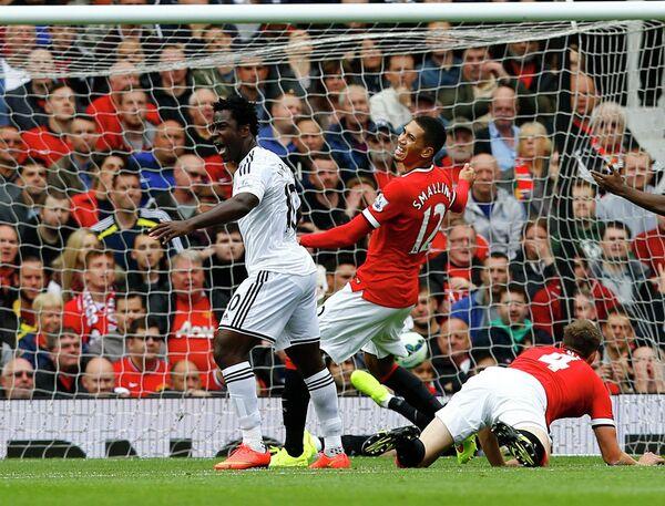 Игровой момент матча Манчестер Юнайтед - Суонси