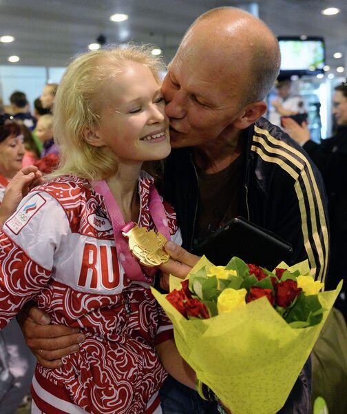 Олимпийская чемпионка гимнастка Дарья Аненкова