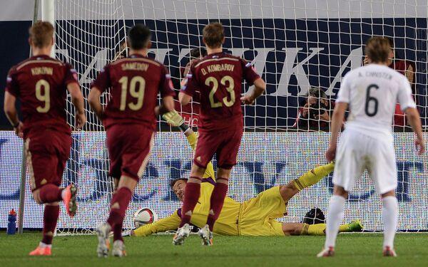 Игровой момент матча Россия - Лихтенштейн