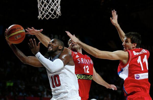 Игровой момент матча США - Сербия