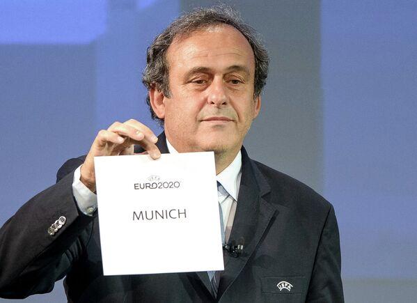 Президент УЕФА Мишель Платини объявляет города, которые примут чемпионат Европы по футболу 2020 года