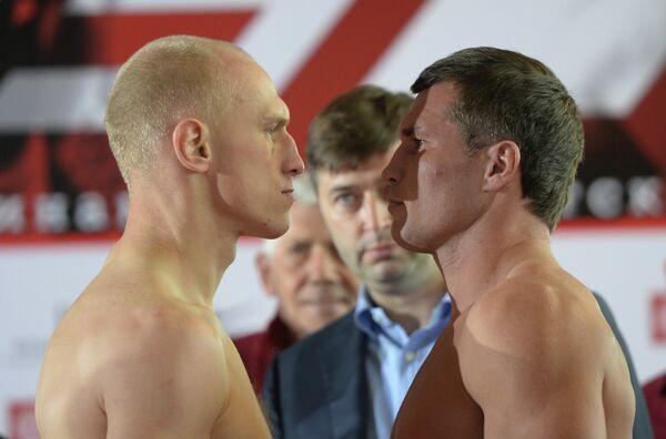 Польский боксер Кшиштоф Влодарчик (слева) и российский боксер Георгий Дрозд
