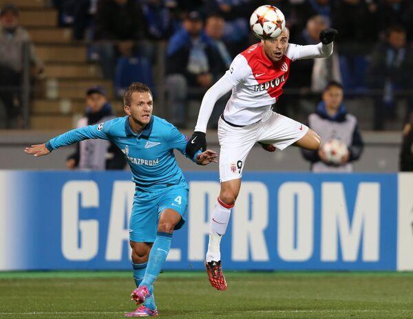 Защитник Зенита Доменико Кришито (слева) и нападающий Монако Димитар Бербатов