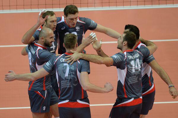 Волейболисты Белогорья радуются выигранному мячу в матче за Суперкубок России 2014.