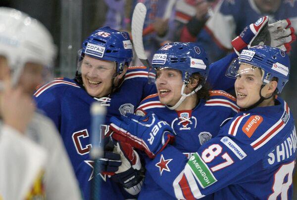 Хоккеисты СКА Андрей Кутейкин, Артемий Панарин и Вадим Шипачев (слева направо)