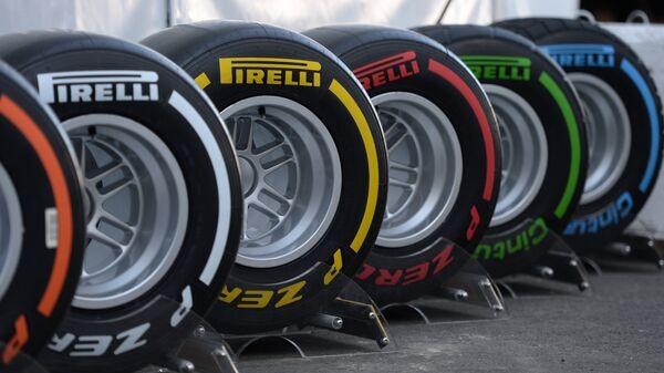 Колеса болидов, участвующих в российском этапе чемпионата мира по кольцевым автогонкам в классе Формула-1.