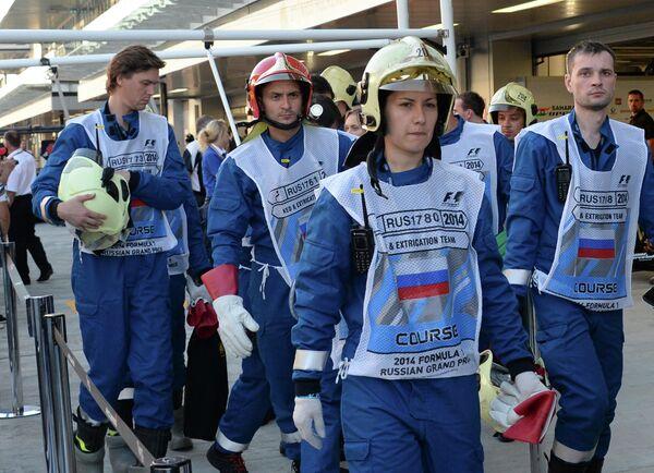 Члены команды спасателей