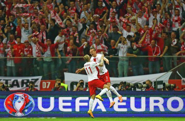 Футболисты сборной Польши Аркадиуш Милик (справа) и Камиль Гросицкий