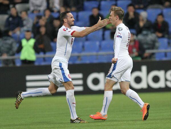Футболисты сборной Чехии Томаш Сивок и Боржел Дочкал (слева направо)