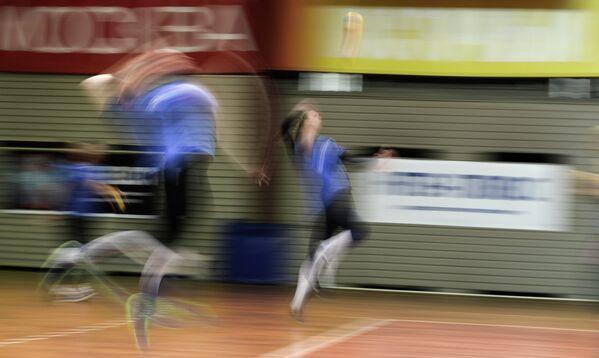 Волейболистки Юлия Морозова и Вера Ветрова на открытой тренировке, посвященной представлению ЖВК Динамо (Москва)