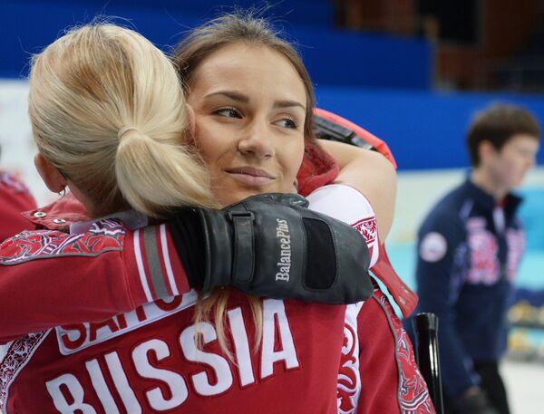 Игроки сборной России Александра Саитова и Анна Сидорова