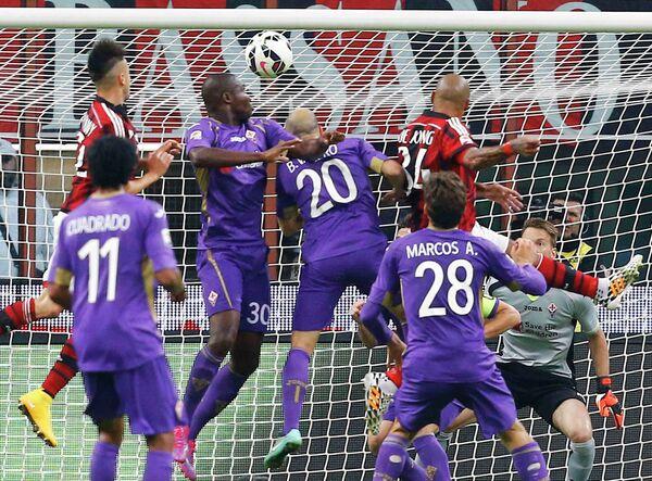 Игровой момент матча Милан - Фиорентина