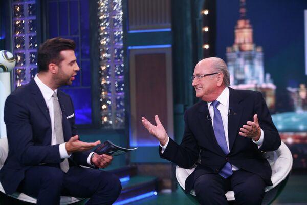 Телеведущий Иван Ургант и президент Международной федерации футбола (ФИФА) Йозеф Блаттер.
