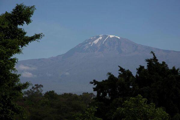 Вершина Килиманджаро – высочайшая точка Африки