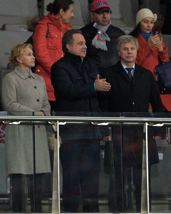 Президент Российского футбольного союза (РФС) Николай Толстых и министр спорта РФ Виталий Мутко (справа налево)