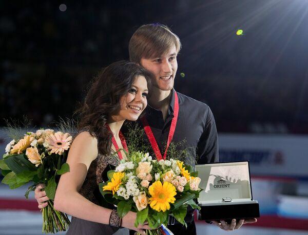 Россияне Елена Ильиных и Руслан Жиганшин, завоевавшие серебряные медали в танцах на льду