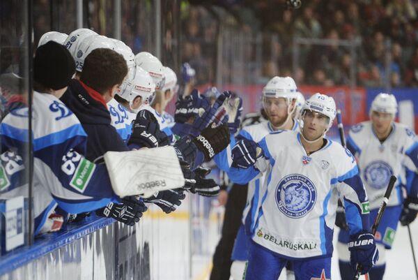 Хоккеисты минского Динамо радуются заброшенной шайбе