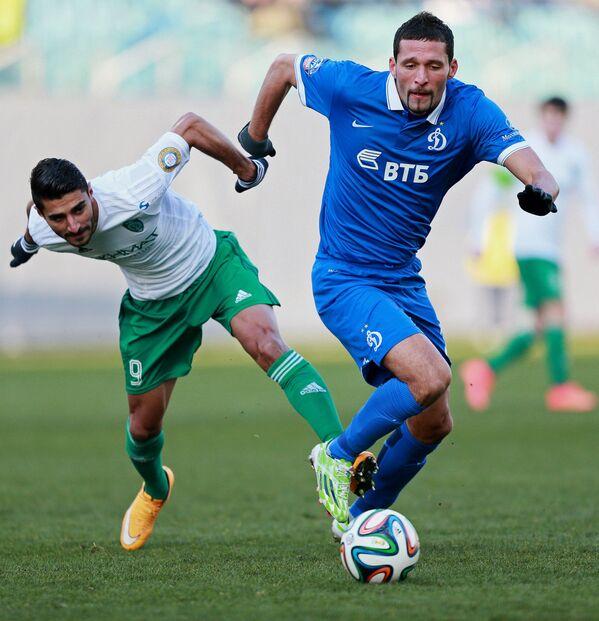 Нападающий Терека Аилтон (слева) и нападающий московского Динамо Кевин Кураньи