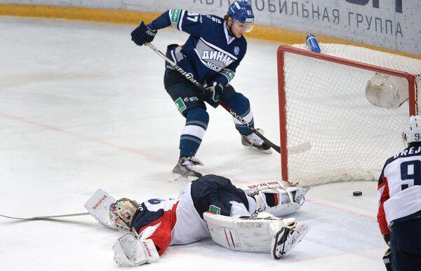 Игровой момент матча Динамо (Москва) – Слован