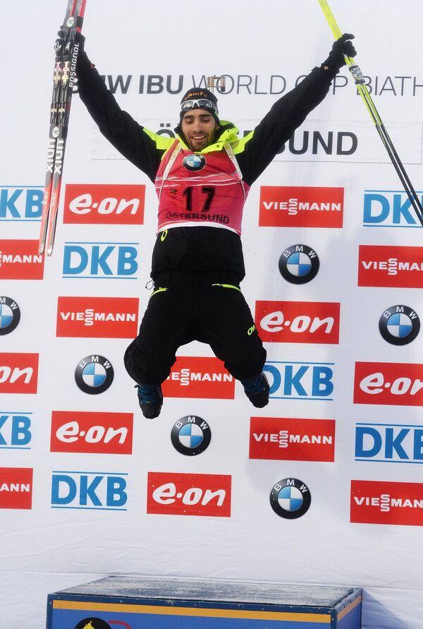 Мартен Фуркад (Франция), занявший 1-е место в спринте среди мужчин на первом этапе Кубка мира по биатлону