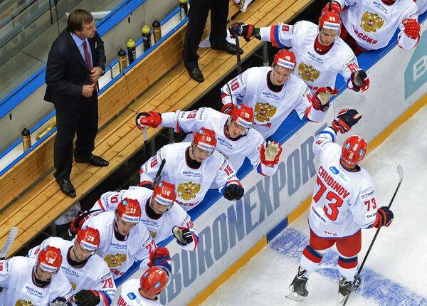 Хоккеисты сборной России и главный тренер Олег Знарок