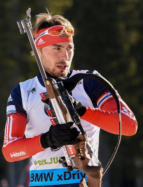Антон Шипулин (Россия) на огневом рубеже гонки с масс-старта