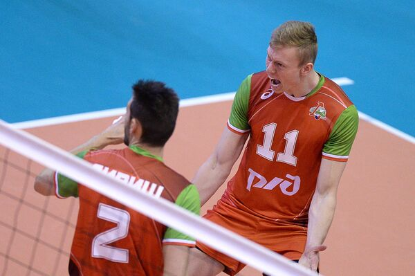 Волейболисты Локомотива Лукаш Дивиш (слева) и Денис Земченок