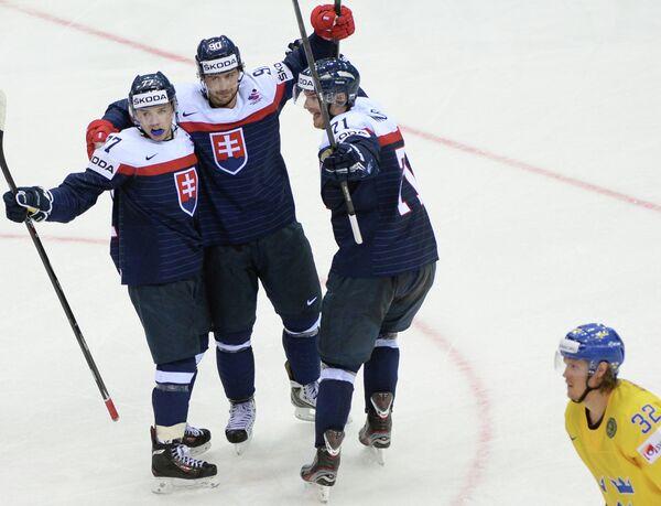 Игроки сборной Словакии Мартин Ревай, Томаш Татар и Юрай Микуш (слева направо)