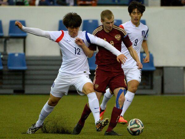 Игрок Южной Кореи Пак Ханбин, игрок России Даниил Полубояринов и игрок Южной Кореи Хан Чани (слева направо)